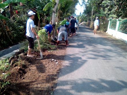 Hari Pertama Pengerjaan Rabat Sayap Jalan Dusun RT 02 Pranti